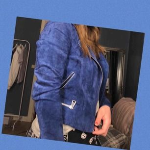 Blå fake mocka jacka från vero Moda. Priset kan diskuteras. Köparen står för frakten