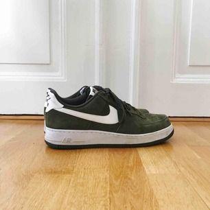 Gröna Nike skor.  Bra skick!!