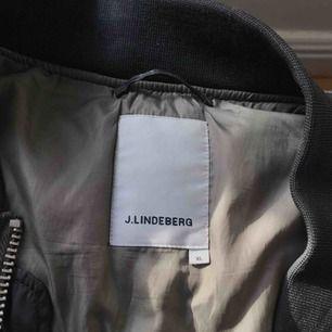 J.lindeberg Bomberjacka  Super snygg!!  Nypris 3000kr, nu 1100kr
