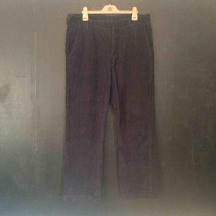 Svarta manchester Dickies. Aldrig använda men tyvärr klippte jag av lapparna. Medium hög waist. Strl W34L32 Finns i Stockholm.