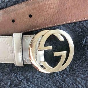 Äkta Gucci bälte, lite slitet därav priset, gulddetaljer