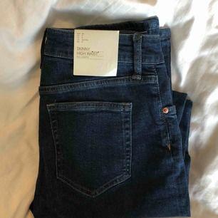 Ett par helt oanvända jeans från H&M!