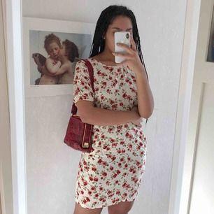 Söt Blommig klänning med fickor☀️⭐️ 40kr frakt