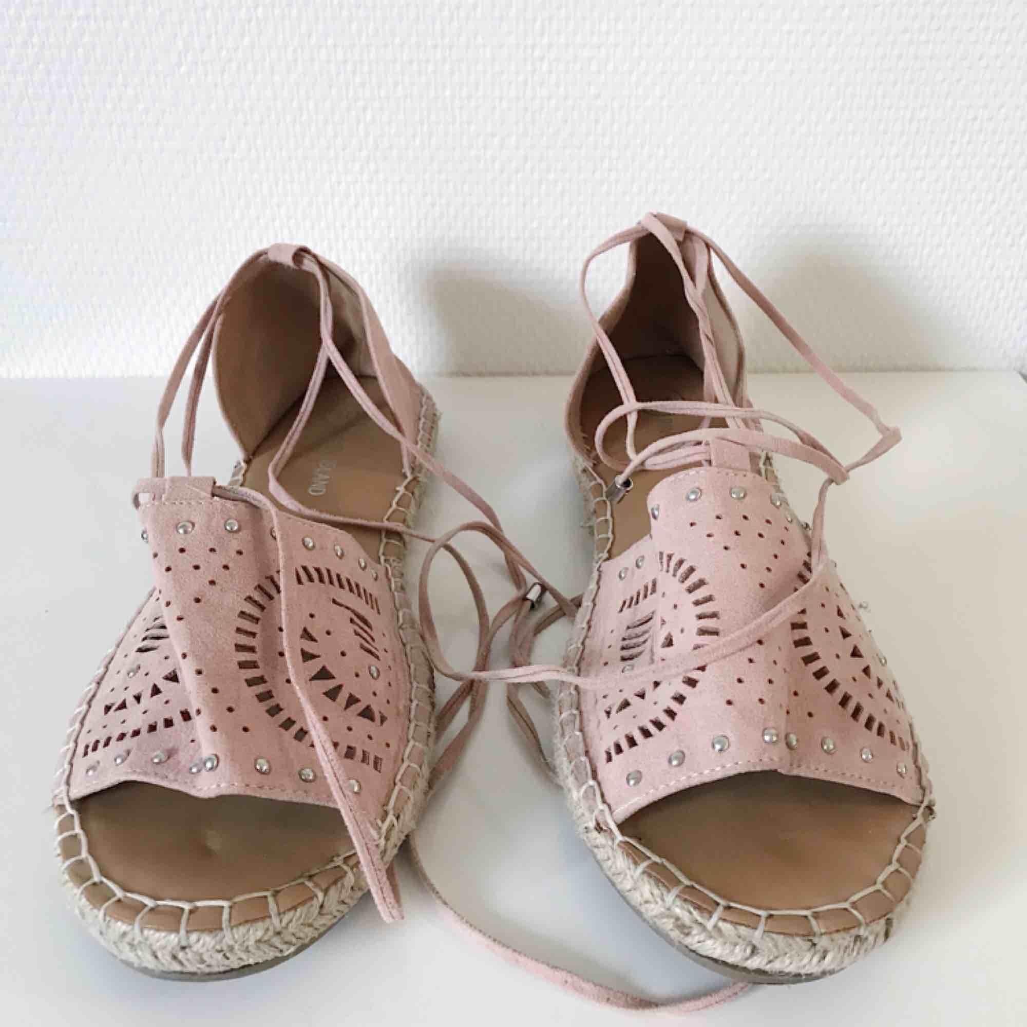 f55907aa1c8 ... Supersnygga sandaler i oanvänt skick från River Island. Sköna och  grymma för de svalare dagarna ...