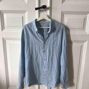 Ny J.Lindeberg skjorta, herr slimfit I bra skick & redo att användas!! Härligt material till sommaren