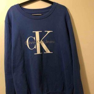 Calvin klein sweatshirt i strl XL (har vanligtvis s men denna sitter tight i armarna plus att d e nice med oversize ;))) )