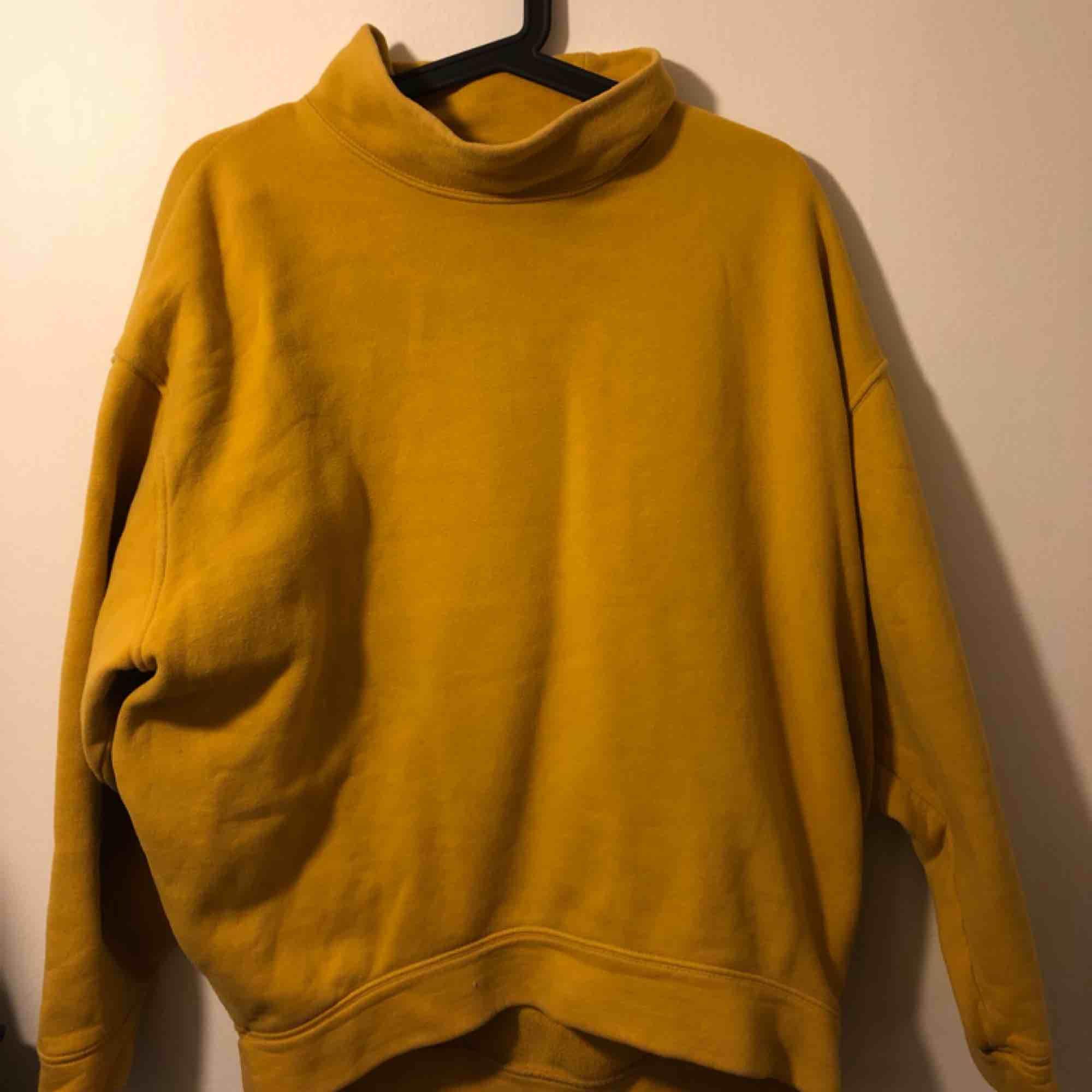 Sweatshirt från Moss cph :)) jättemysig å varm å fin . Huvtröjor & Träningströjor.