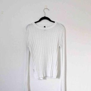 Ribbstickad tröja från H&M i storlek L. Frakt på 30 kronor tillkommer!