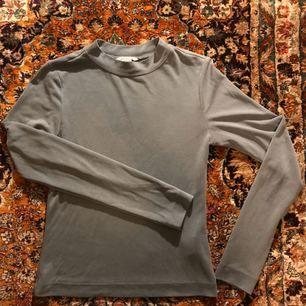 Ljusblå tröja från Monki