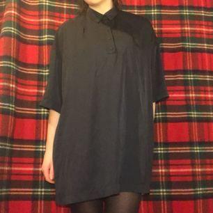 Marinblå skjort-klänning från Weekday