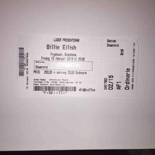 Jag har en biljett över till Billie Eilish nu på fredag (15/2) Kom gärna med egna prisförslag! Möts upp i Stockholm💜💜 Såklart äkta!