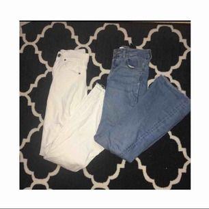 Säljer två stycken bootcut jeans i vit och ljus blå (Klippta själv) kontakta för mer information vid intresse. Dom vita byxorna är från dr denim köpta på Nelly.com för 499kr storlek S och dom ljusblåa är från h&m köpta för 200kr storlek 34. Fint skick!!😃