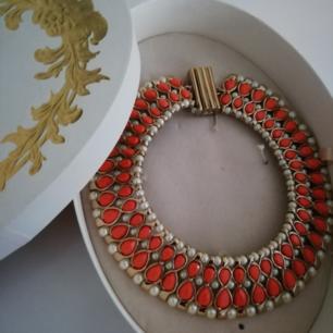 Halsband i guld/orange från Anna dello Russo at H&M