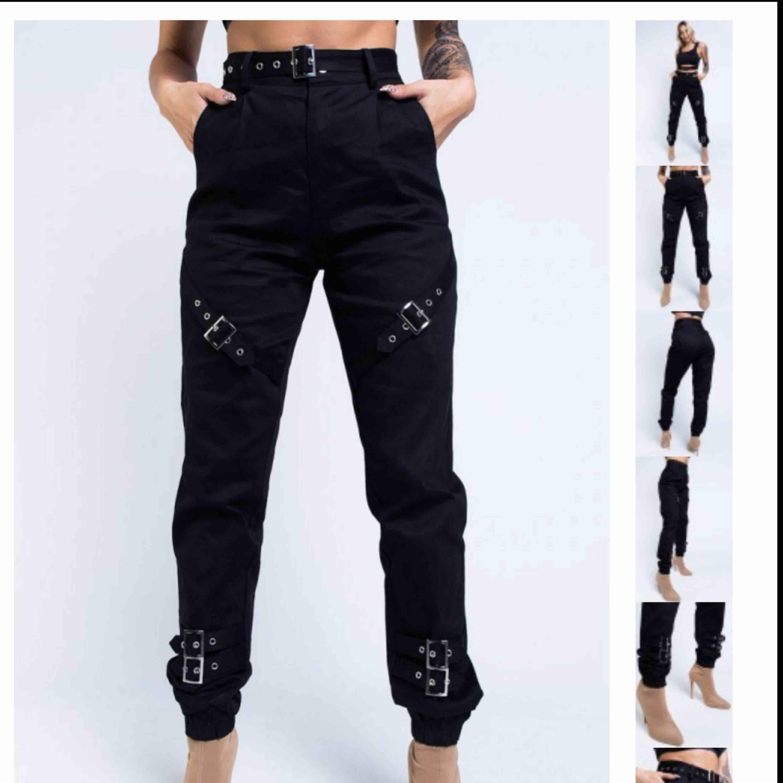Aldrig använda, bara provade  Frakt 75kr  Skitsnygga byxor från anotonija mandir x madlady kollektionen. Jeans & Byxor.