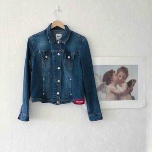 Moschino jeans jeans jacka! Tror det är en storlek S☀️ 65kr frakt