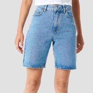 Snygga Bermuda shorts blue. Använd 1 gång och de passar inte alls. Men sjukt snygga och riktiga jeans shorts