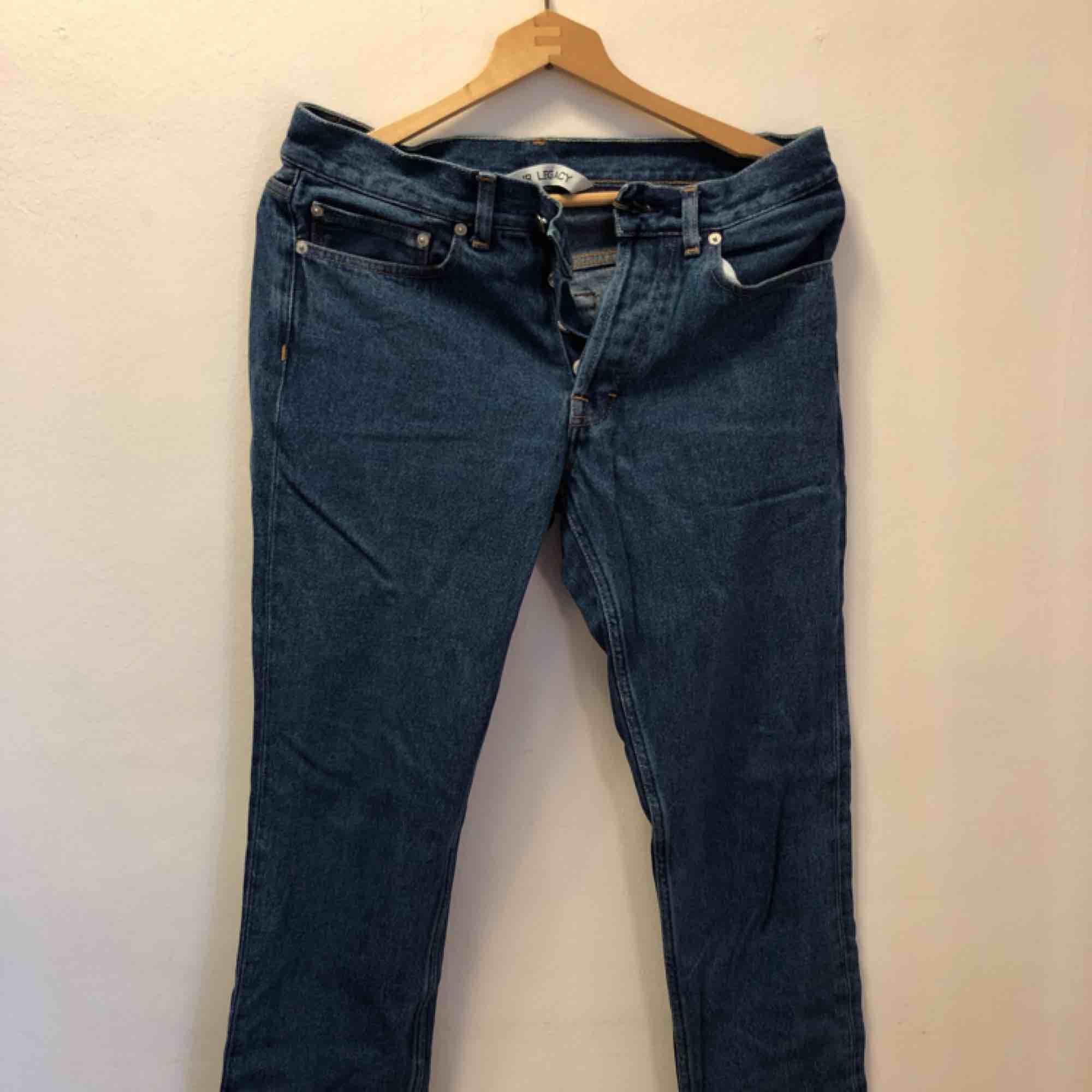 Our legacy jeans i snygg blå tvätt Nypris 1299, knappt använda. Jeans & Byxor.