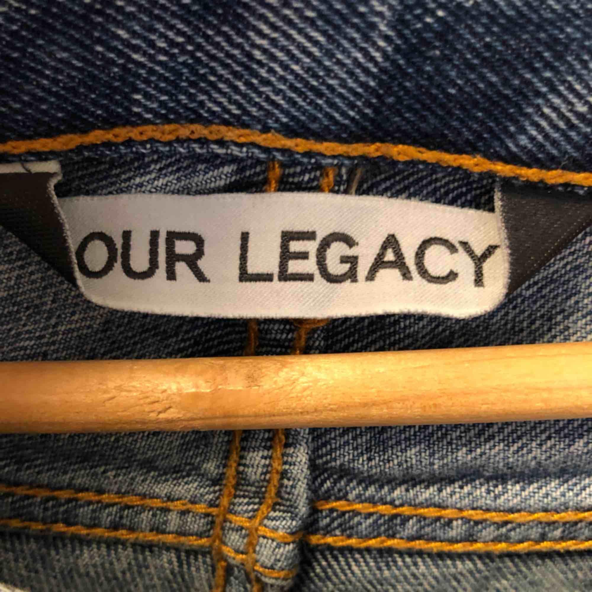 Our legacy jeans i snygg, lite ljusare blå tvätt . Jeans & Byxor.