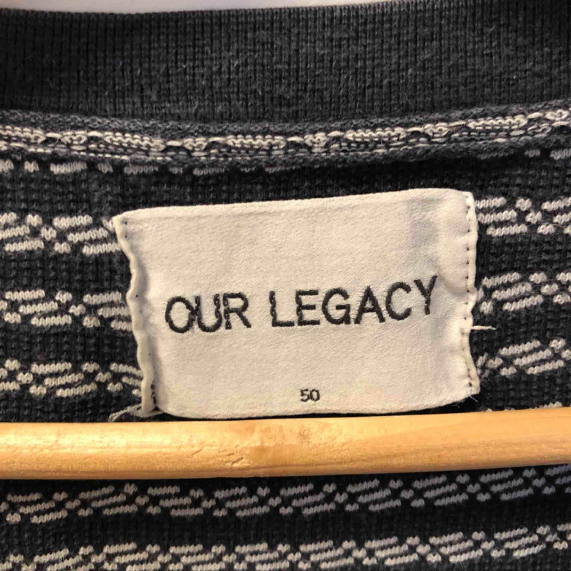 Tidlös och fin stickad t-shirt från Our legacy . T-shirts.