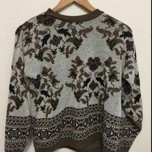 Stickad tröja köpt på beyond retro💃🏼 (priset inkluderar ej frakt☺️)