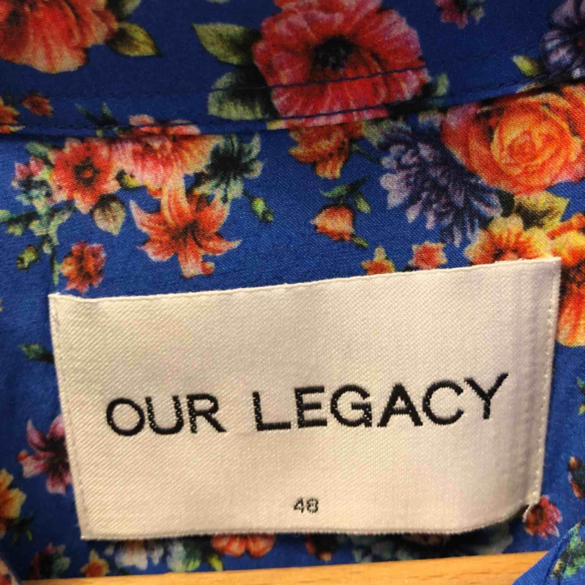 Underbar skjorta i viskos frän Our legacy, knappt använd. Skjortor.