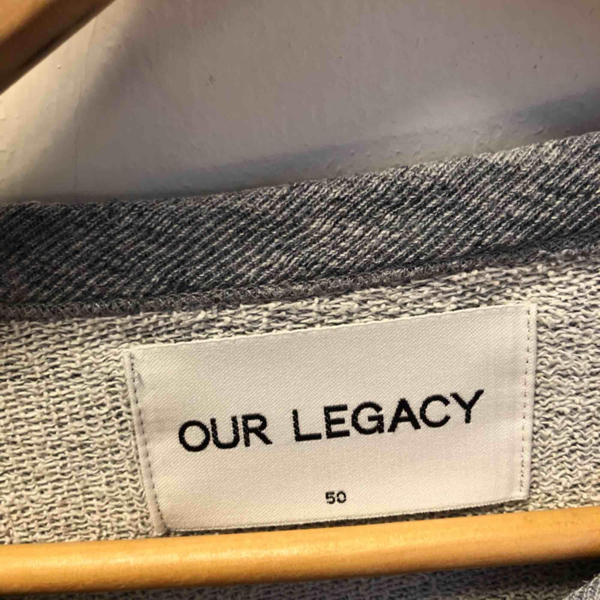 Tidlös och snygg sweatshirt från Our legacy . Huvtröjor & Träningströjor.