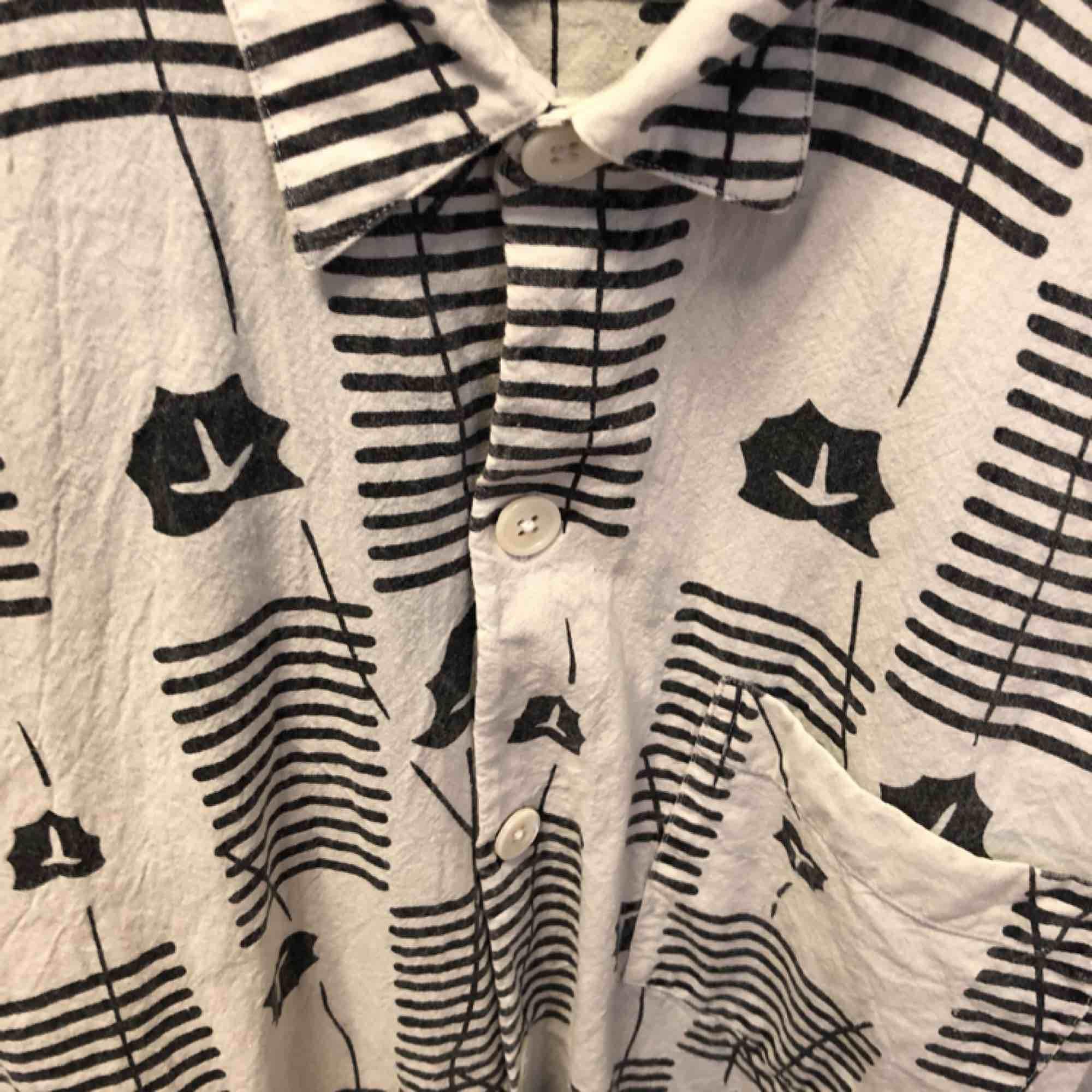 Snygg skjorta från Our legacy i fin kvalitet . Skjortor.