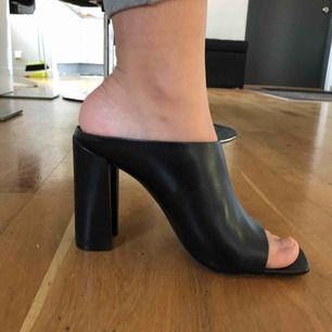 Väldigt fina Zara skor, säljs inte längre köpte dem för väldigt länge sedan men har aldrig använt dem.  Köparen betalar för frakt.