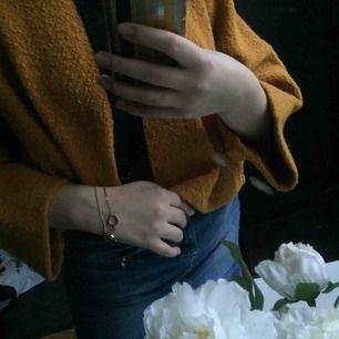 Såå cool tröja från Olars Ulla. Det står ingen storlek men modellen passar både XS och L. Den är endas provad :) köparen står för frakten