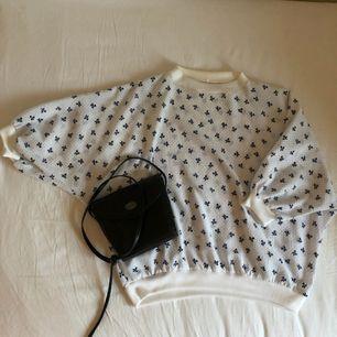 Supergullig tröja köpt på Second hand. Kan mötas upp i Stockholm eller frakta mot fraktkostnad. 🌹