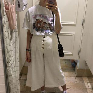 Supersnygga, knappt använda byxor från Zara. Kan mötas upp i Stockholm eller frakta mot fraktkostnad. 🌹