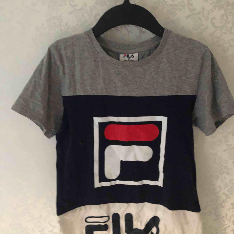 Mjuk fila tröja. Jättefin och köpt i Australien target❤️aldrig använd i Sverige, bara aus! Passa på att köpa för sommaren❤️❤️. T-shirts.
