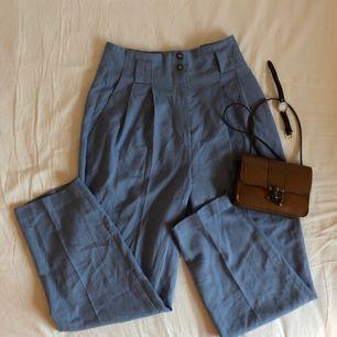 Supergulliga vintage byxor köpt på Second Hand. Möter upp i stockholm eller fraktar mot fraktkostnad. 🌹