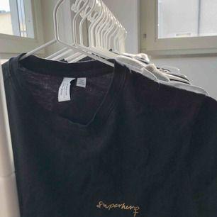 T-shirt från & other stories 🔥 köpare betalar frakt :)