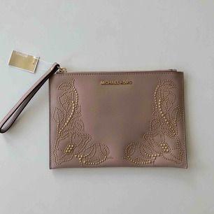Lite väska / stor plånbok från Michel Korse 💗 köpare betalar frakt :)