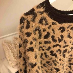 Världens mysigaste tröja från H&M! Säljs då den blivit förstor för mig, storlek S