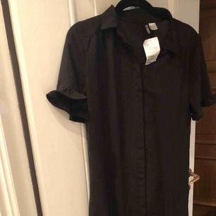 Väldig fin klänning från H&M, den aldrig använd. Storlek S. Kan skickas. Jag föredrar swish betalning