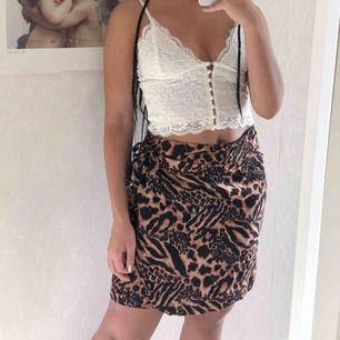 Söt vintage kjol som man virar runt och knyter☀️ 40kr frakt