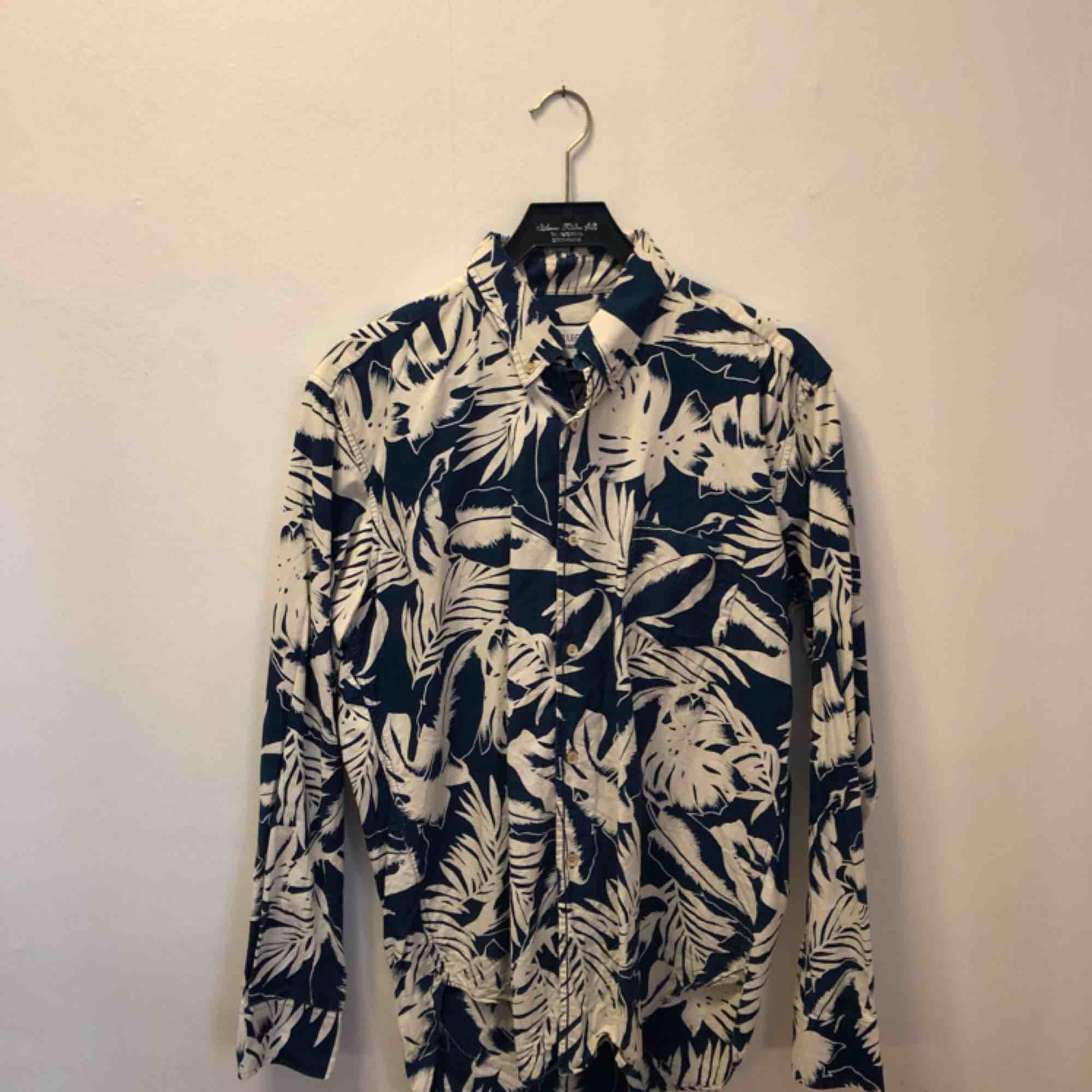 Snygg paisleyskjorta från Our legacy 1980. Skjortor.