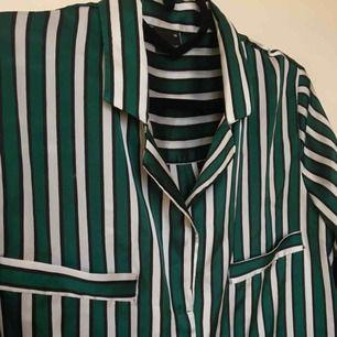 Randig sikleskjorta från Gina tricot