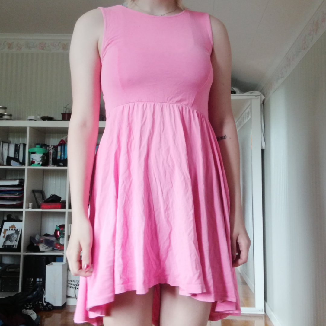 Rosa klänning från HM, använd men i gott skick. Köparen står för frakt.. Klänningar.