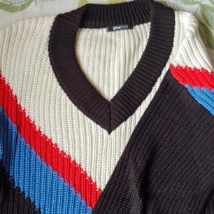Stickad tröja från Ginatricot! Använd 3 gånger.  En liten fraktkostnad ingår❤ annars går det att mötas upp i Göteborg