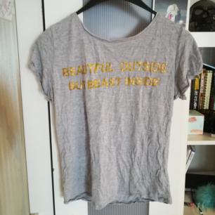 T-shirt i storlek S. Fint skick. Köparen står för frakt.