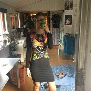 Skit fin och cool klänning med ball rygg från hm. Lite urtvättad så den är inte lika svart längre men det är inget man lägger märke till. Frakt tillkommer