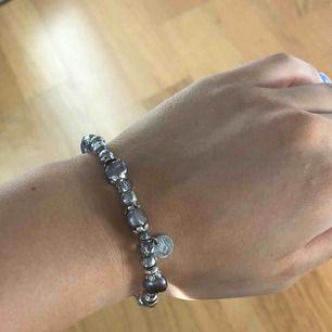 Armband från pearls for Girls. Betalning sker via swish, köparen står för fraktkostnaden eventuellt om vi möts upp i Lund.