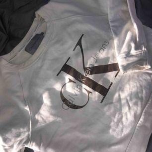 Calvin Klein sweatshirt, nypris runt 800kr  Strl XS, cropped