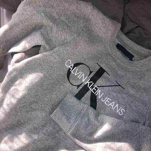 Calvin Klein sweatshirt, nypris 1000kr Strl XS/S
