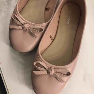 Super söta rosa ballerina skor från Nelly! Endast använda en gång!