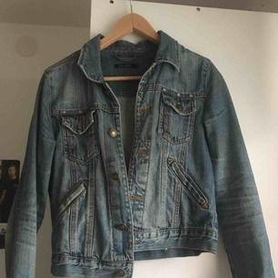 Jeansjacka i storlek S, använd men fortfarande bra kvalite, 120 kr