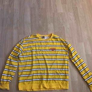 Jättegin gul tröja från h&m. Aldrig använd
